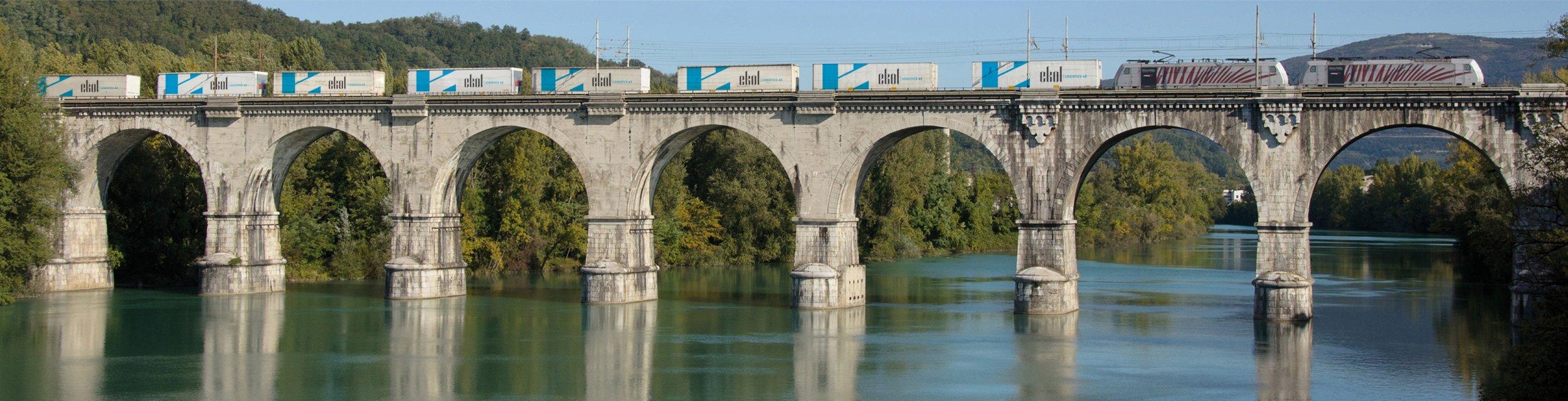 Ekol Blok Treni Köprüde