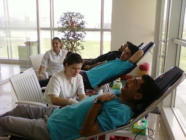 Ekol çalışanları kan bağışı yapıyor